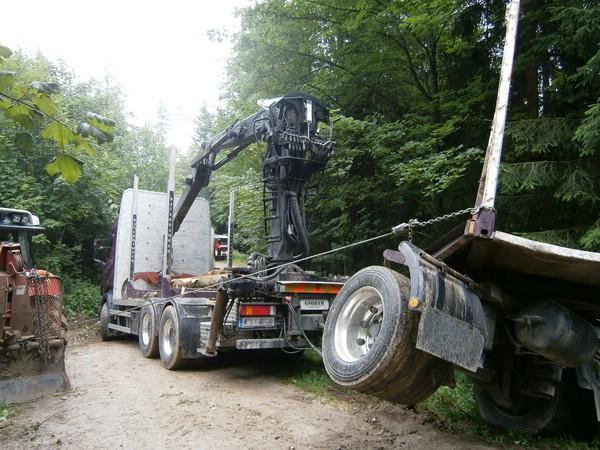 Außergewöhnlich Holz-Anhänger stürtzte um &EW_99
